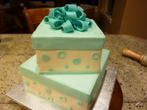 adding bow to heart ball cake