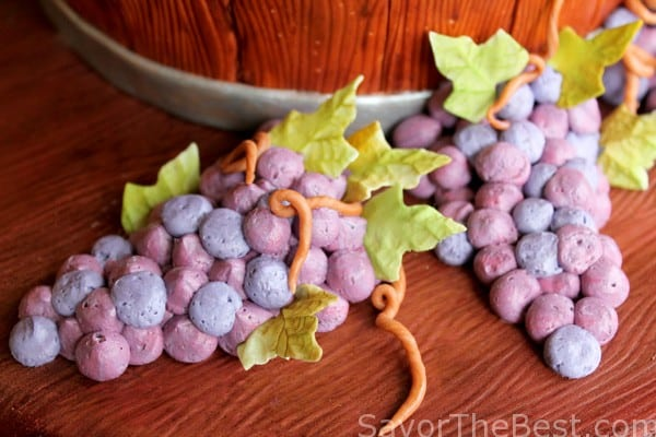 Buttercream grapes