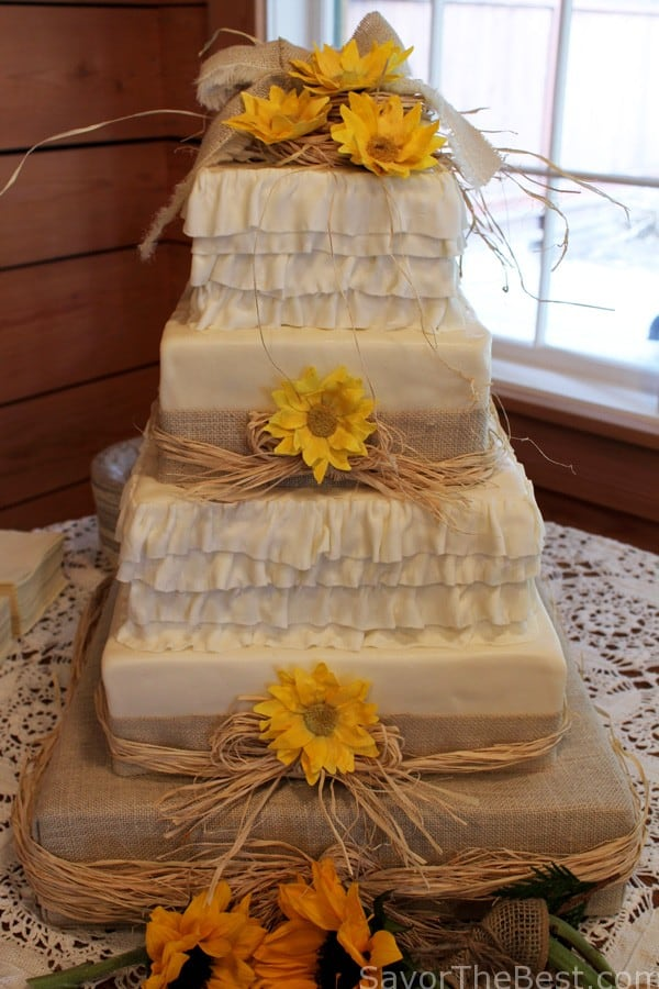 country wedding cake burlap country themed wedding cake