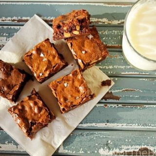 Chewy Brownies with Almonds and Sea salt