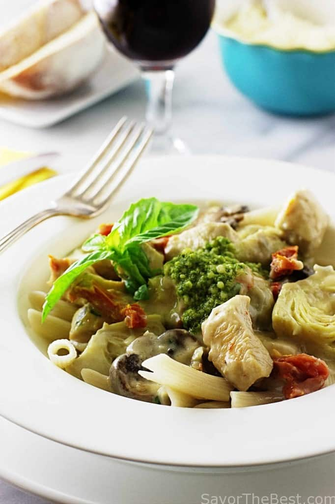 Spelt penne pasta with chicken, artichokes and mushrooms in creamy sauce