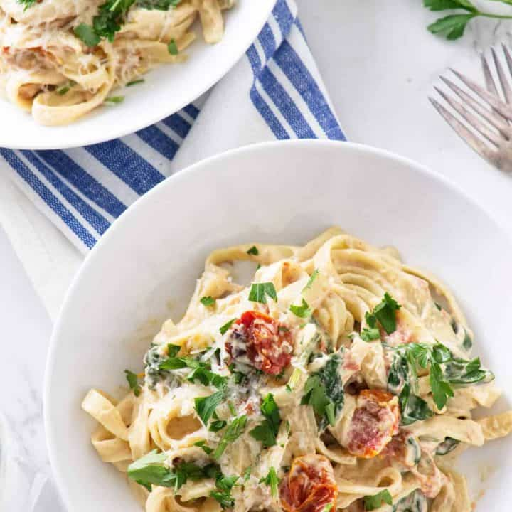Spinach and Roasted Tomato Pasta with Cashew Cream Sauce