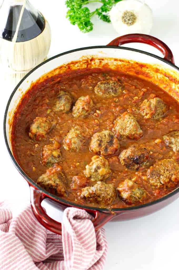 Italian meatballs in tomato-garlic sauce