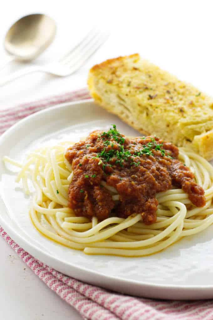 Pasta, tomato-garlic sauce and garlic bread