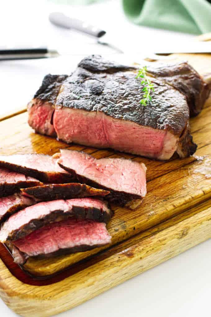 Sliced tomahawk steak