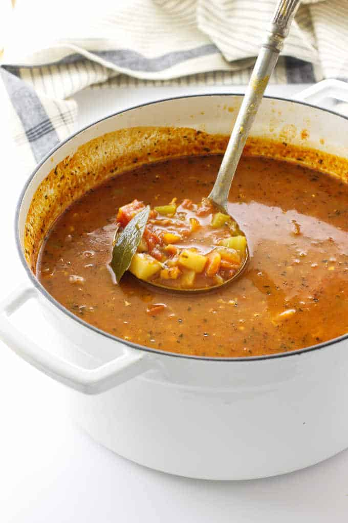 Soup pot of manhattan clam chowder