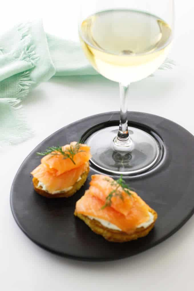 serving of smoked salmon crostini and wine