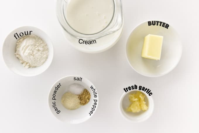 Ingredients used for white garlic sauce for pizza.