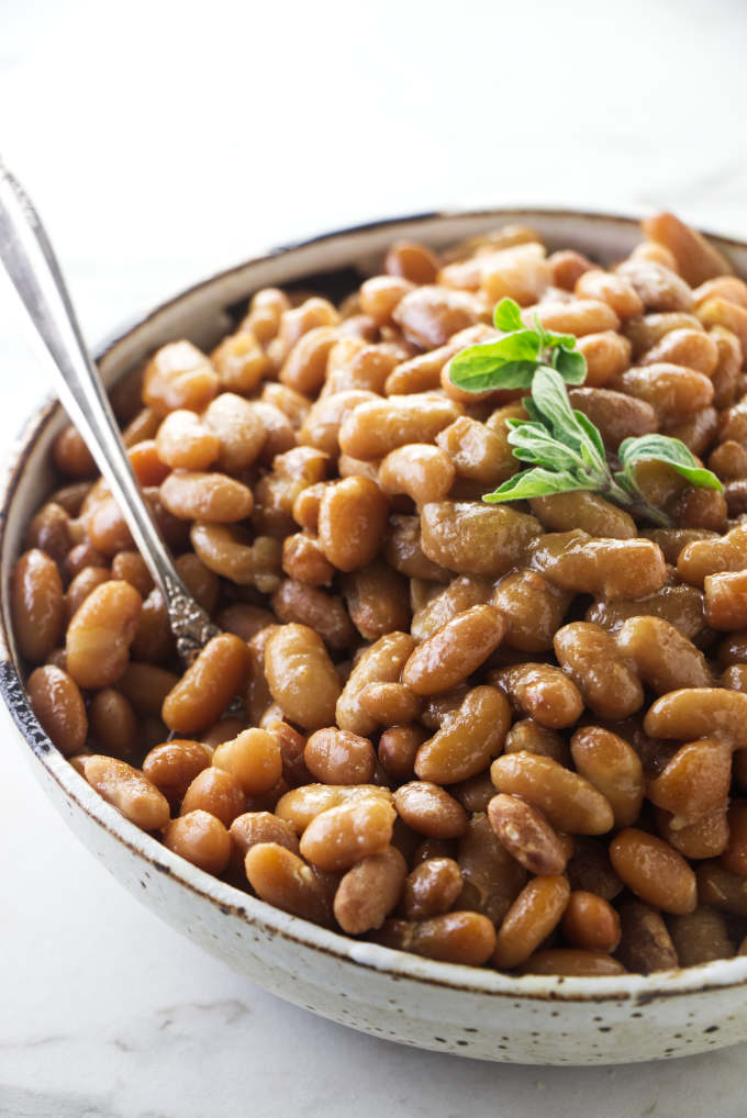 Mayocoba beans in a serving bowl.