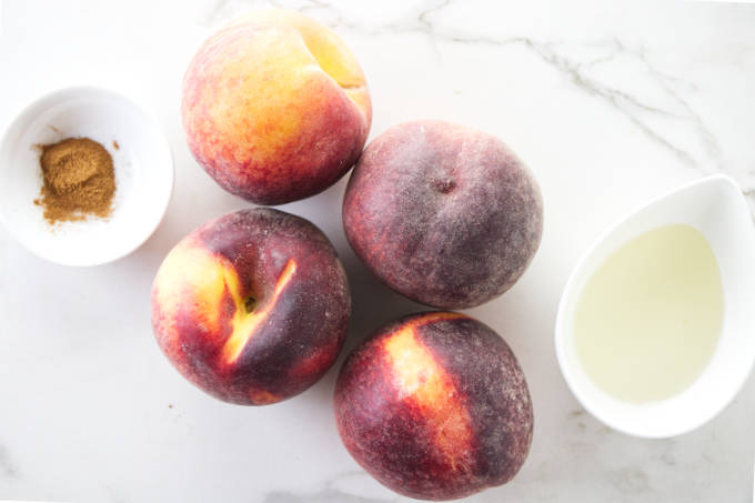 Ingredients needed for grilled peaches.