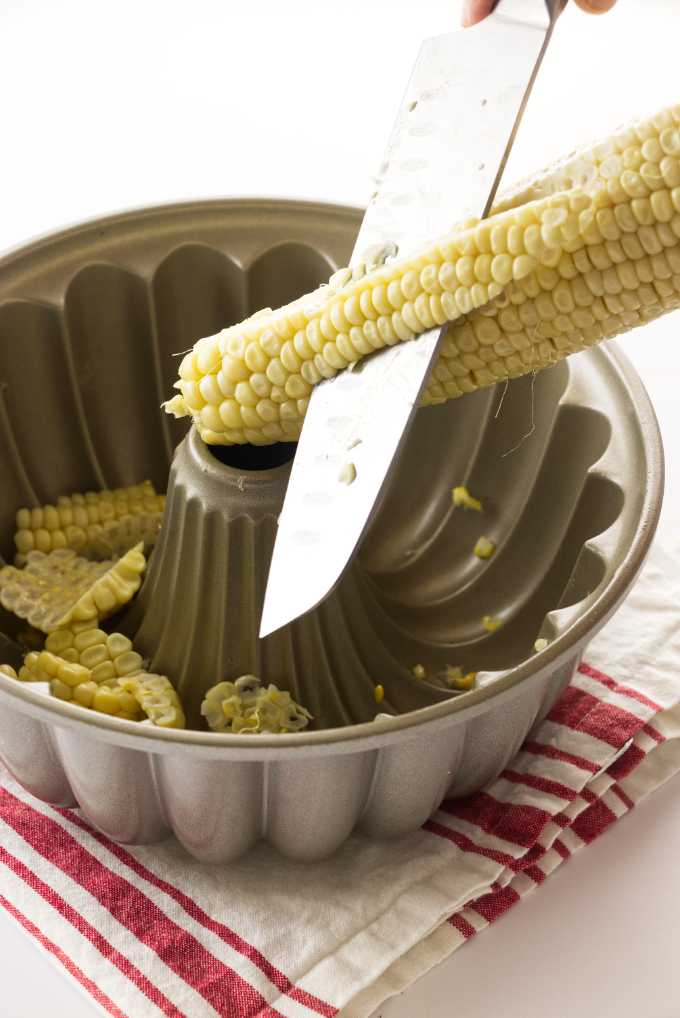 How to remove corn from the cob