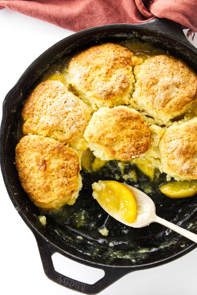 Overhead view of part of thenskillet peach cobbler with